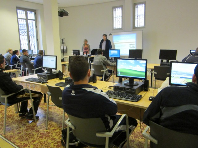 Los alumnos del programa Monitor Deportivo aprenden a buscar empleo en las redes sociales