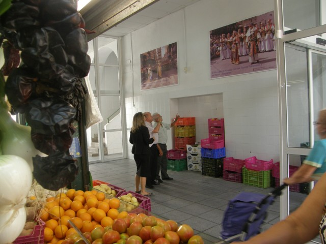 El Mercado de Abastos se prepara para celebrar las Fiestas Patronales y de Moros y Cristianos.