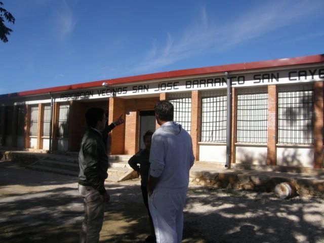 El Ayuntamiento ejecuta obras de mejora y mantenimiento en las antiguas escuelas del Barranco de San Cayetano