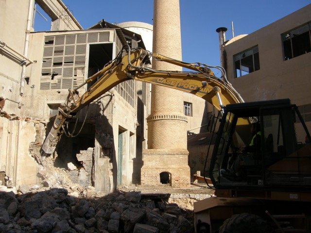 El Ayuntamiento concluye las obras de derribo de las antiguas naves de Imperial