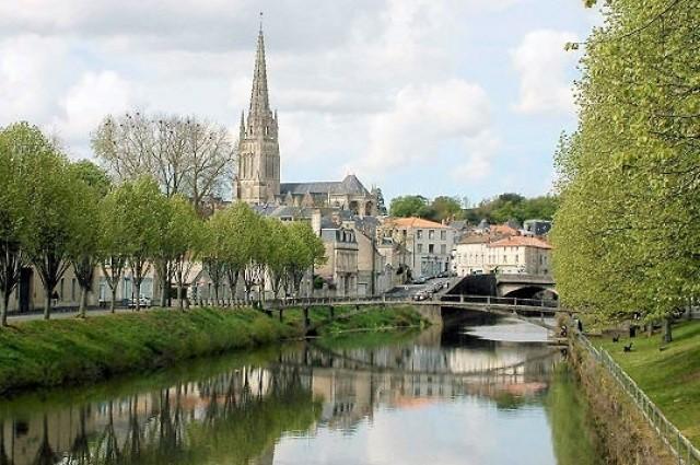 Crevillent acoge durante estas fiestas a un grupo de franceses del pueblo hermanado de Fontenay Le Comte.
