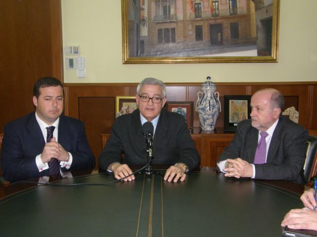 La Asociación de Fiestas adelanta al Senador Agustín Almodóbar las líneas del expediente para la Declaración de Interés Turístico Internacional