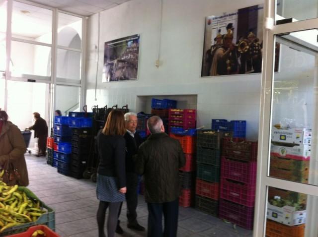 El Mercado de Abastos se engalana para recibir la Semana Santa con imágenes de nuestra Semana Mayor
