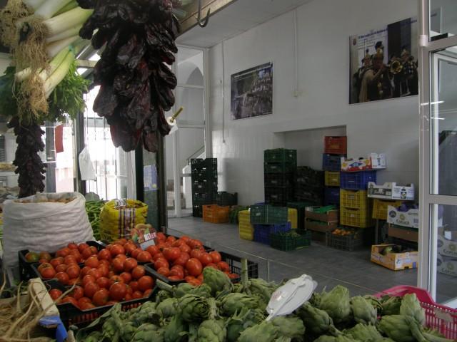 Comercio y Mercado se reúnen con los placeros para seguir promocionando el mercado de abastos