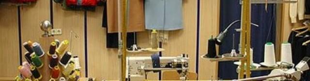 Taller de costura en las instalaciones de la Escuela de Personas Adultas de Crevillent