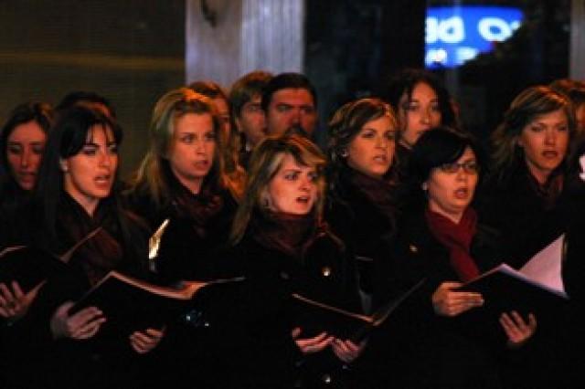 El coro Orfeón Voces Crevillentina ofrece mañana sábado un concierto de serenatas