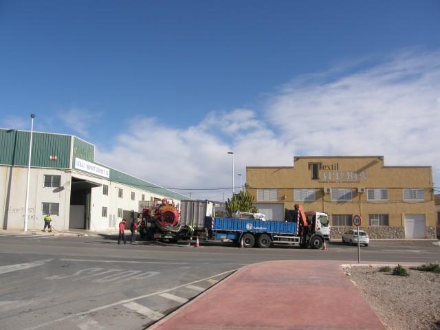 Se reinician las obras de urbanización en la calle  Anselmo Mas, tras demostrarse que este vial es de propiedad municipal