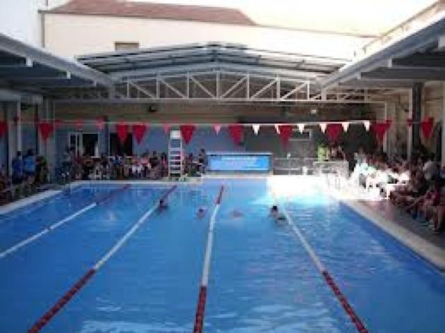 El Taller Deberes se completa durante el mes de julio con actividades de agua en la piscina
