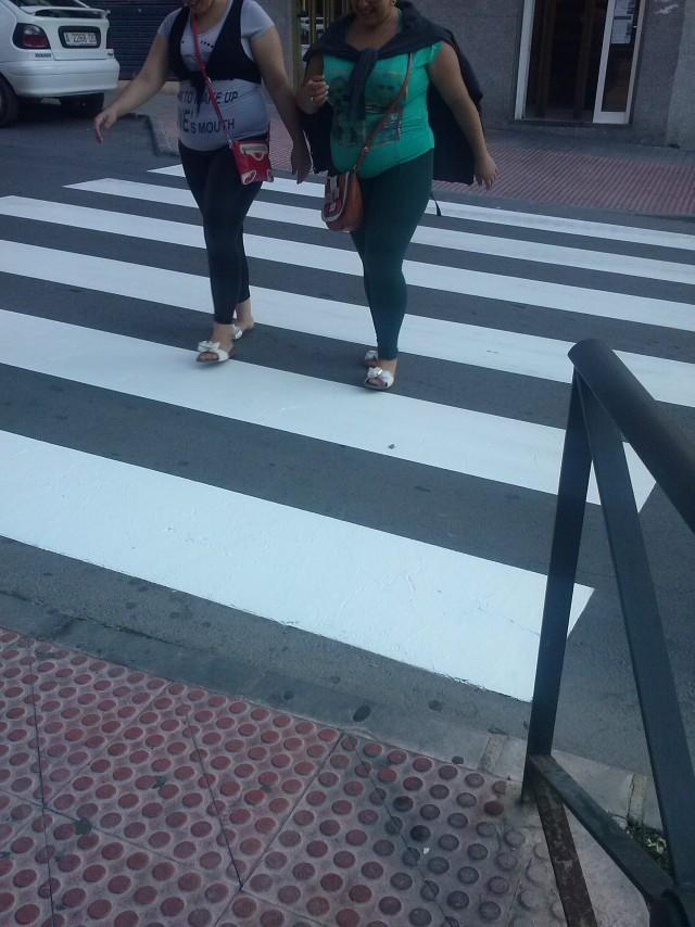 La concejalía de Obras repinta los  pasos de cebra y señales de tráfico horizontales del centro, Ronda Sur y los alrededores de los colegios