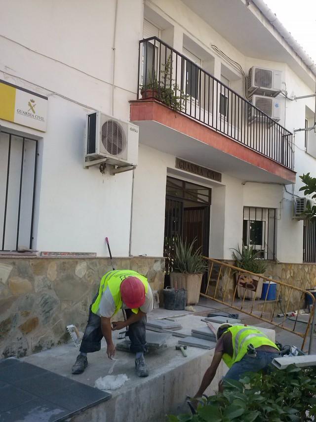 La Diputación realiza obras de mejora de acceso en el Cuartel de la Guardia Civil de Crevillent