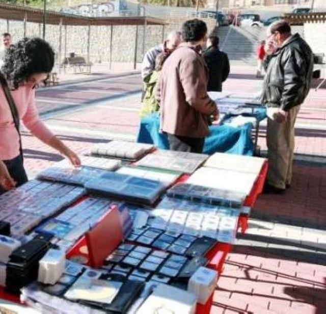Mercadillo semanal de numismática, filatelia y coleccionismo en Crevillent.