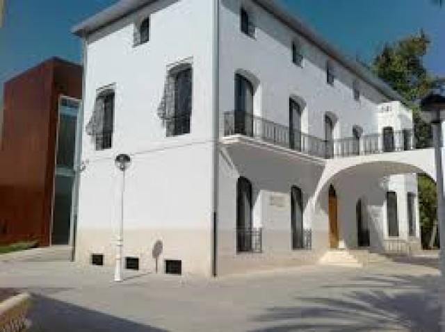 Se traslada a la Casa de Parque los bienes que formaban parte del Museo Arqueológico, pinacoteca  y del despacho del Doctor Mas Magro