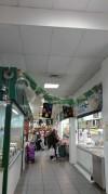 """Los usuarios del Centro Ocupacional """"Virgen de Los Desamparados"""" realizan  la decoración navideña del Mercado Municipal de Abastos"""