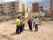 El alcalde se reúne con la Directora General de Infraestructuras para tratar las posibilidades de regeneración de la zona de las 98 viviendas