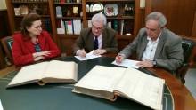 """El Coro Ruiz Gasch cede al Ayuntamiento dos libros de principios del siglo XX de la fábrica crevillentina """"Don Recaredo"""""""