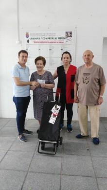 """Celebrado el sorteo del carro de mayo dentro de la campaña """"Comprem al Mercat"""""""