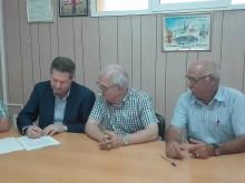 El Diputado de Agua y la Comunidad de Regantes firman el acta de recepción de las obras realizadas en el segundo Canal de Poniente
