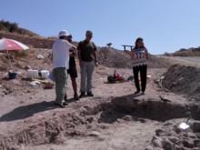 Alumnos y licenciados de historia, realizan excavaciones en Peña Negra con nuevos hallazgos
