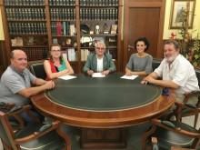El Alcalde de Crevillent y la Presidenta de la Sociedad Unión Musical firman el convenio entre ambas entidades