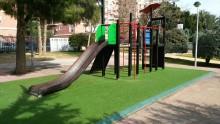 El Ayuntamiento va a ejecutar la segunda fase de instalación de pavimento continuo de seguridad en las áreas infantiles del municipio