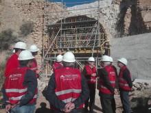 El Diputado de Arquitectura y Patrimonio y el Alcalde visitan las obras de rehabilitación del puente Qanats,  en el sistema hidráulico Els Pontets