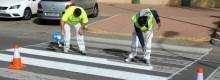 El Ayuntamiento repinta la señalización horizontal y construye 10 nuevas barbacanas