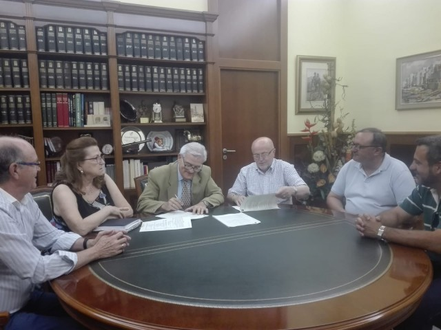 El Ayuntamiento de Crevillent y la Asociación de Moros y Cristianos San Francisco de Asís firman un convenio  de 64.955 € de ayuda municipal