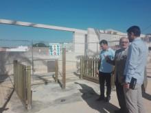 El Alcalde visita los 4 pipicanes  que la empresa concesionaria del servicio de limpieza ha empezado a instalar en Crevillent