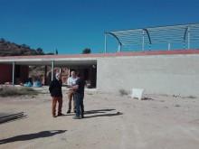 """El Alcalde y el concejal de Deportes visitan la Ciudad Deportiva """"Juanfran Torres"""" que se encuentra ya en la recta final"""