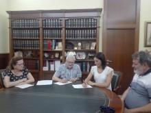Firmado el convenio de colaboración entre el Ayuntamiento y La Sociedad Unión Musical de Crevillent para impartir la enseñanza de cuerda