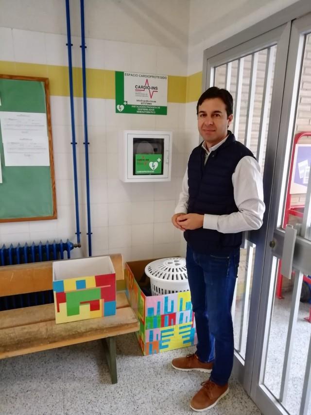 El Ayuntamiento instala siete nuevos desfibriladores en los colegios de Crevillent