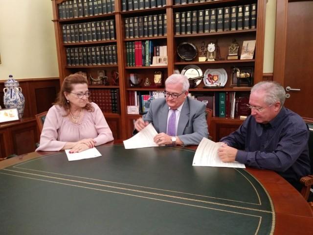 El Ayuntamiento y la Federación de Semana Santa firman el último convenio de la restauración de obras escultóricas procesionales para el pago de los trabajos realizados