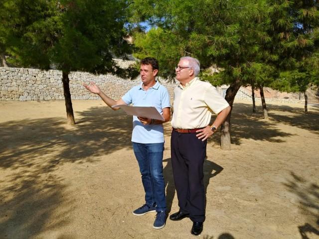 El Alcalde y el concejal de Servicios visitan la zona norte de la Rambla donde se va a instalar un área canina y otras mejoras