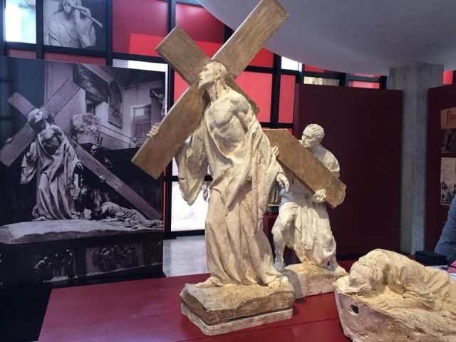 """La Concejalía de Cultura organiza unas visitas guiadas a los colegios e institutos para ver la exposición """"Crevillent Escultura Religiosa"""""""