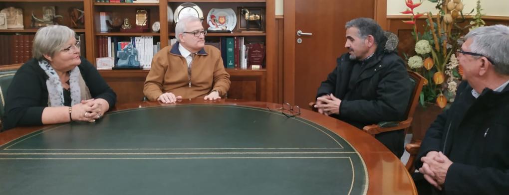 El Alcalde y la concejala de Bienestar Social se reúnen con el delegado saharaui de Alicante y con el presidente de la Asociación Compromiso Sahara