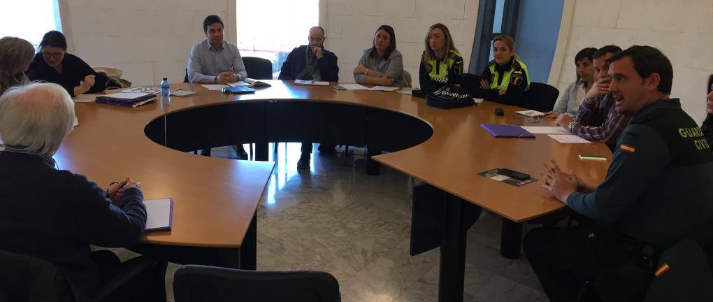 El Ayuntamiento mantiene una reunión con la Policía Local, Guardia Civil y los directores de los centros educativos para poner en marcha actuaciones de prevención en el acoso escolar