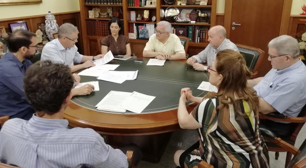 El Ayuntamiento y la Asociación de Fiestas de Moros y Cristianos firman la prórroga del convenio para la cesión del Casal Festero