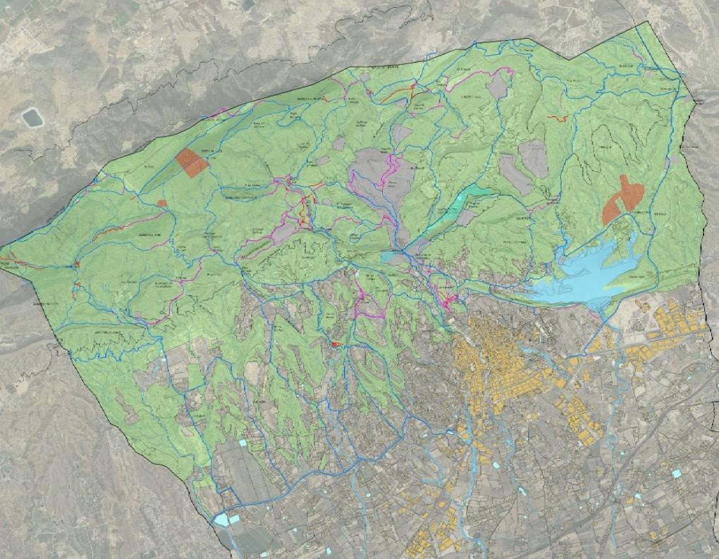 La publicación de un plano con la Red de Itinerarios en la Sierra de Crevillent y la señalización de la sierra son las primeras medidas de Medio Ambiente