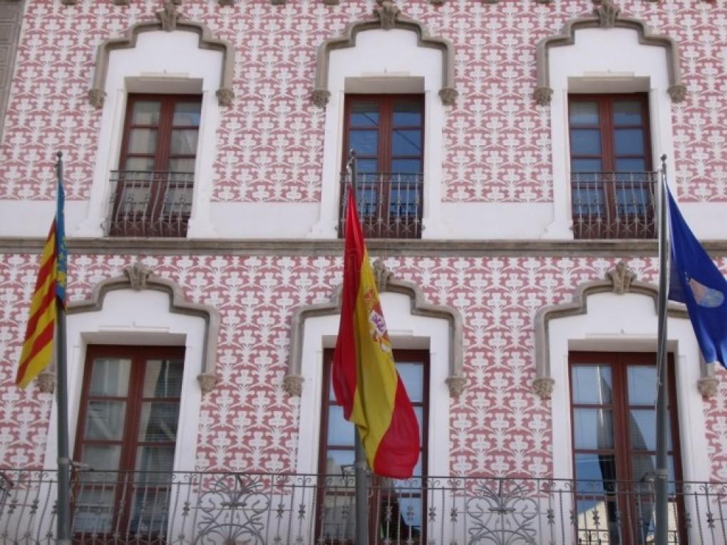 El Ayuntamiento de Crevillent ha guardado un minuto de silencio en memoria de la última víctima de violencia machista en España