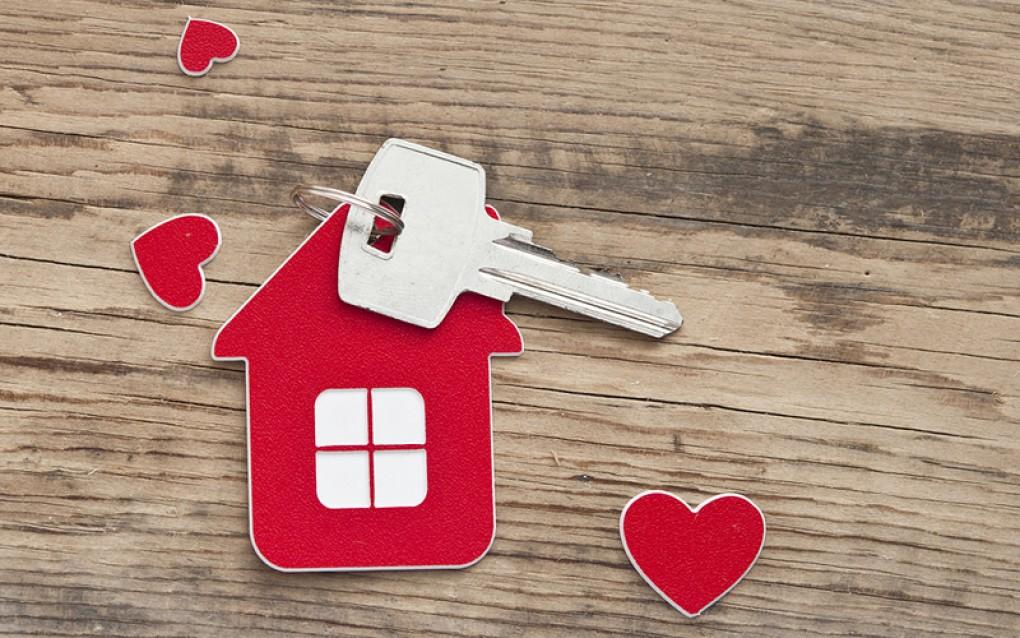 Habitatge paralitza el primer desnonament del Govern del Canvi i informa la ciutadania dels contractes amb entitats bancàries
