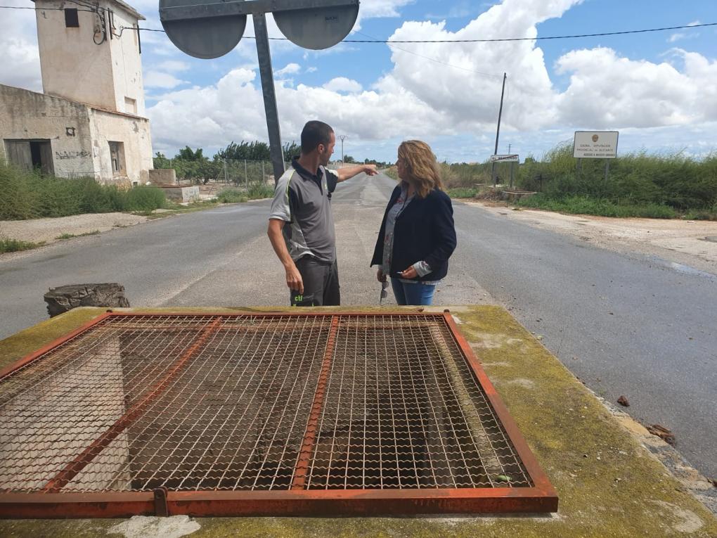 La Regidoria de Sanitat inspecciona juntament amb l'empresa adjudicatària de control de plagues el municipi.