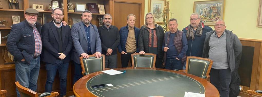 """El Govern municipal es reuneix amb el delegat sahrauí d'Alacant i l'""""Associació d'Amistat amb el Poble Sahrauí de Crevillent"""""""