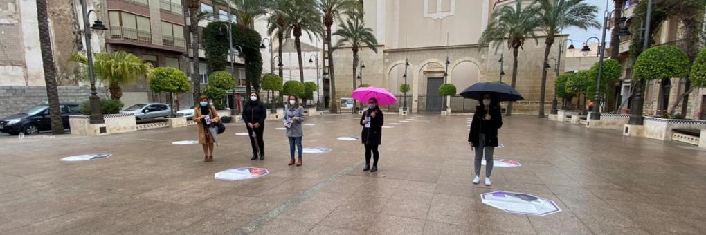 """L'exposició urbana """"Les dones que deixen rastre"""" arriba a la Plaça de la Constitució"""