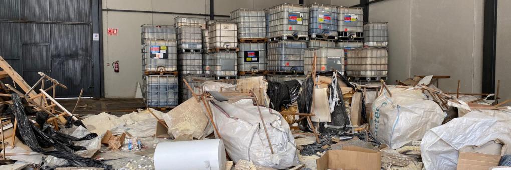 L'alcalde anuncia que l'Ajuntament emprendrà accions legals contra els responsables dels abocaments trobats en un polígon industrial de Crevillent